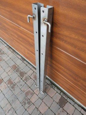 Słupek drzwiowy